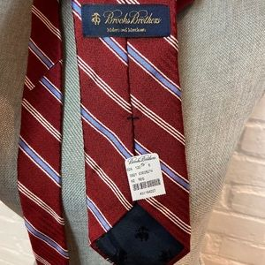 NWT BROOKS BROTHERS RED&BLUE STRIPED TIE